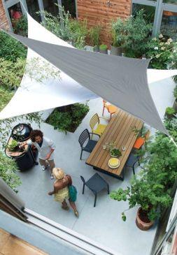 terrasse toiles côté maison